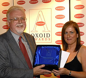 Susan Murphy, Oxoid Laboratory Technician of the Year, receiving her award from Derrick Blunden of International Food Hygiene who was one of the Awards� Judges.
