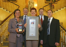The Oxoid team receive the Judges� Special Award in the �2004 Best Factory Awards�